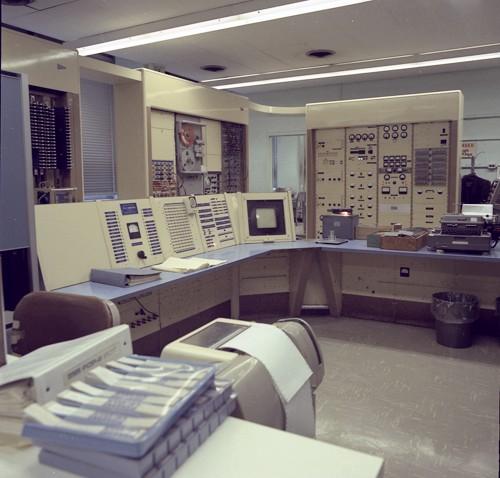 TX-0-computer-room.jpg